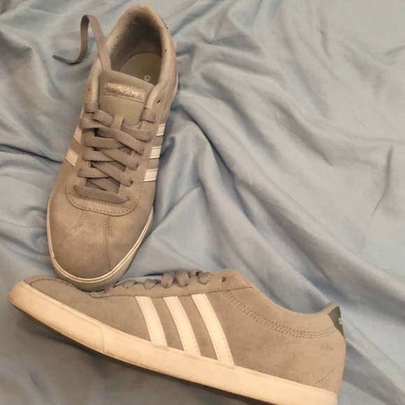 Adidas zapatos zapatillas de deporte gris poshmark tamaño 75